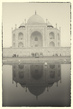 India, Uttar Pradesh, Agra, Black and White of the Taj Mahal Reflected in One of the Bathing Pools Papier Photo par Alex Robinson