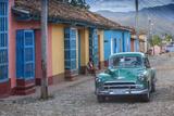 Cuba, Trinidad, Classic American Car in Historical Center Fotodruck von Jane Sweeney