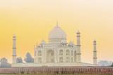 India, Uttar Pradesh, Agra, Taj Mahal in Golden Dawn Light Reproduction photographique par Alex Robinson
