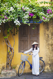 Woman Wearing Ao Dai Dress with Bicycle, Hoi An, Quang Ham, Vietnam Lámina fotográfica por Ian Trower