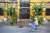 Woman Riding Bicycle Past Restaurant, Hoi an (Unesco World Heritage Site), Quang Ham, Vietnam Lámina fotográfica por Ian Trower