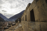 Intricate Stonework and Elaborate Walls of the Temple in the Ruins of an Incan Fortress Lámina fotográfica por Beth Wald