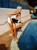 American Actress Jayne Mansfield with a Bottle of Champagne, Near a Swimming Pool, 1956-1957 Foto