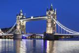 River Thames and Tower Bridge at Night, London, England, United Kingdom, Europe Lámina fotográfica por Markus Lange