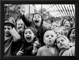 Bogactwo dziecięcej ekspresji - Scena zabicia smoka w teatrzyku kukiełkowym Oprawiona reprodukcja zdjęcia autor Alfred Eisenstaedt