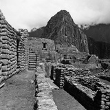 Pietro Ronchetti - Ruins of the Houses of the Lost City of the Incas, and the Sun Temple, Machu Picchu, Peru Fotografická reprodukce