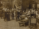 World War I: The British King George V (1865-1936) and Queen Mary of Teck Visit a Military Hospital Reproduction photographique