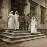 WWI: Red Cross Nurses and Soldiers in Front of Villa Brazzà, Home to 17 of the Hospital of War Photographic Print