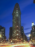 Flat Iron Building at Night 2 - New York City Landmark Street View Alu-Dibond von Henri Silberman