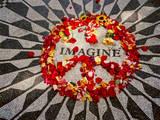 """""""Imagine"""" Memorial Central Park Autocollant mural par Henri Silberman"""