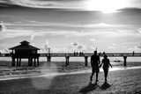 Loving Couple walking along the Beach at Sunset Papier Photo par Philippe Hugonnard