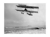 Der belgische Pilot Charles van den Born in einem Flugzeug von Farman, 1910 Fotografie-Druck von Scherl Süddeutsche Zeitung Photo