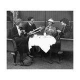 Gäste des Grand Hotels Esplanade beim 5-Uhr-Tee, 1921 Fotodruck von  Scherl