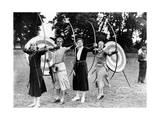 Bogenschützinnen beim Training im Ranelagh Club in London, 1933 Photographic Print by  Scherl