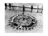 Formation am Strand in den USA, 1927 Photographic Print by  Scherl