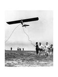 Pilotenscheinanwärter starten Hängegleiter, 1930 Fotografisk trykk av  Scherl