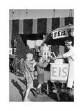 Eisverkauf vor einem der Eingangstore zum Oktoberfest, um 1935 Photographic Print by Scherl Süddeutsche Zeitung Photo