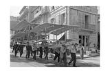 Flugmaschine von Roger Ravaud wird in Monaco zu Wasser getragen, 1909 Photographic Print by  Scherl