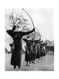 Bogenschützinnen während eines Wettkamps in London, 1938 Photographic Print by  Scherl