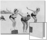 Joan Crawford und Dorothy Sebastian beim Schwimmunterricht, 1927 Art by  Scherl
