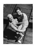 Ein Rettungsschimmer posiert mit weiblichem Badegast, 1939 Photographic Print by  SZ Photo