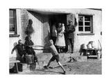 Siedlerfamilie vor ihrem neuen Haus, 1935 Photographic Print by  Scherl