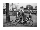 Family-Bicycle in the 30S Lámina fotográfica por  Scherl
