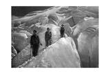 Crossing of a Glacer at the Jungfrau Area, 1929 Papier Photo par  SZ Photo