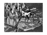 Der Pilot Frank Hawks in seinem neuen Sportflugzeug über New York City, 1937 Reproduction photographique par  Scherl