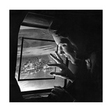 Eine Stewardess blickt aus dem Kabinenfenster eines Flugzeuges, 1938 Photographic Print by  Scherl