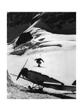 Ski Jump over a Propeller Plane, 1935 Fotografisk trykk av  Knorr & Hirth