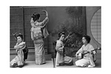 Japanische Geishas, 1910er Jahre Photographic Print by Scherl Süddeutsche Zeitung Photo