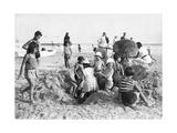 Kinder am Strand von La Baule in Frankreich, 1932 Impressão fotográfica por  Süddeutsche Zeitung Photo