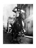 Berittener Polizist mit Ausrüstung für Tränengaseinsatz in den USA, 1934 Photographic Print by  Süddeutsche Zeitung Photo