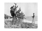 Gymnastik am Strand, 1926 Fotodruck von  Scherl
