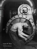 Mécanicien de centrale électrique Affiche par Lewis Hine