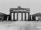 Traffic Driving Through the Brandenburg Gate, after World War 2, Berlin, Germany Print
