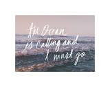 The Ocean Is Calling And I Must Go Lámina giclée por Leah Flores