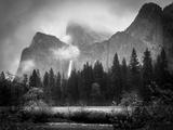Black and White Bridalveil Falls Fotodruck von Sarah Fields