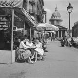 En terrasse avec le Panthéon en arrière-plan, Paris Photographic Print by  Feher