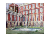 Fountain at Hampton Court Palace Giclee Print