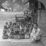 Village School and Teacher, Amarapura, Burma, 1908 Papier Photo