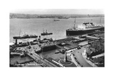 The Landing Stage at Liverpool Docks, Merseyside, Early 20th Century Giclee Print