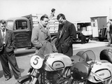 John Surtees with Norton Motorcycles, 1954 Papier Photo