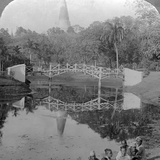 Fortress Gardens and the Shwedagon Pagoda, Rangoon, Burma, C1900s Photographie par  Underwood & Underwood