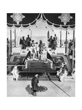 The Nizam of Hyderabad Pays Hommage at the Delhi Durbar, 1911 Giclee Print