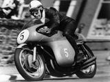 John Surtees Winning the Isle of Man Junior TT, on an MV Agusta, 1959 Papier Photo