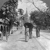 Pagoda Road to the Shwedagon Pagoda, Rangoon, Burma, 1908 Papier Photo