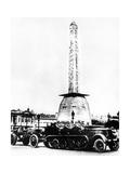 German Artillery Driving Through the Place De La Concorde, Paris, 1940 Giclee Print