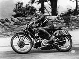 Stanley Woods on a 498Cc Moto Guzzi Bike, Isle of Man Senior Tt, 1935 Papier Photo